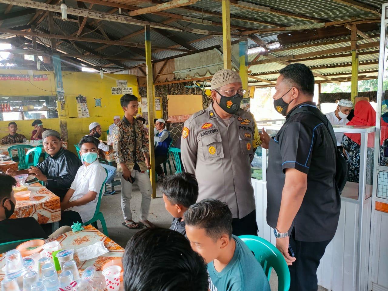 Jumat Barokah Polres Kampar, Sediakan Makan Siang Bagi Mahasiswa dan Masyarakat