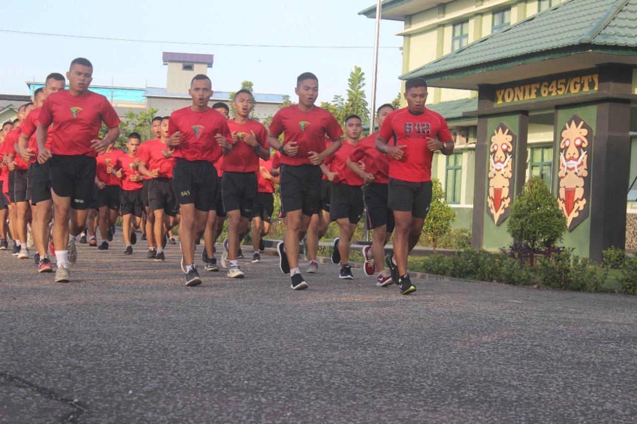 Prajurit Batalyon Infanteri 645/Gardatama Yudha Melaksanakan Lari Pagi
