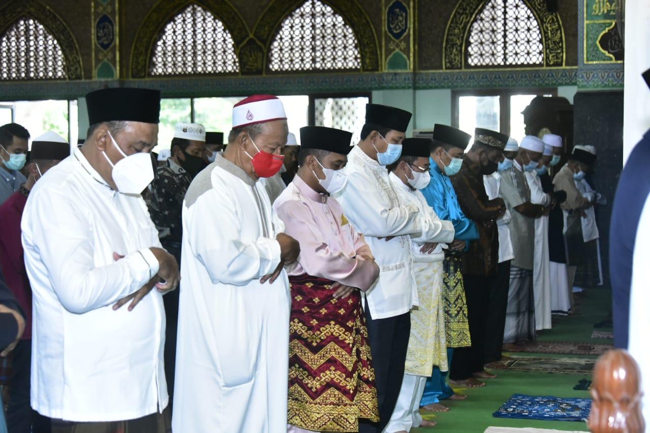 Wabup Bagus Santoso Shalat Idul Fitri Di Masjid Agung Istiqomah