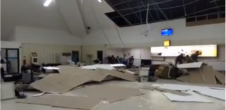 Video Kepanikan Penumpang Saat Bandara Samsudinnoor Diterjang Badai Dahsyat