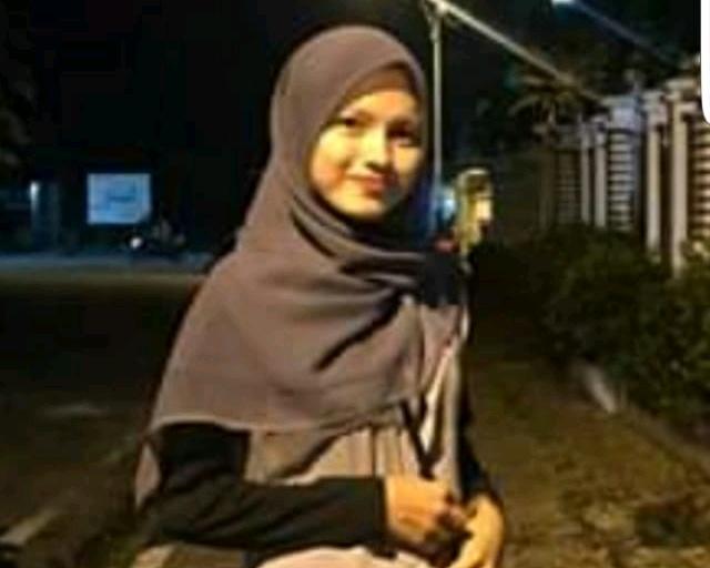 Mahasiswi Cantik ini Jatuh ke Sungai Saat Hendak Pulang Kampung