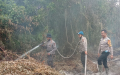 Kapolsek GAS dan Jajaran Lakukan Pendinginan Karlahut di Desa Kelumpang