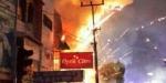 Kebakaran ruko isi petasan di Pekanbaru jadi tontonan warga